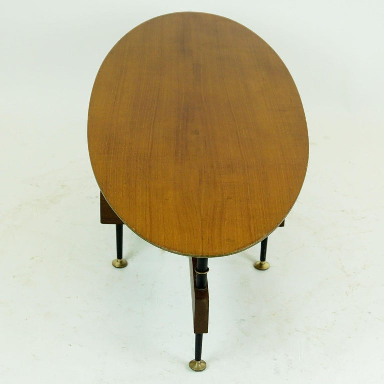 Italian Midcentury Oval Teak Coffee or Cocktail Table For Sale 1