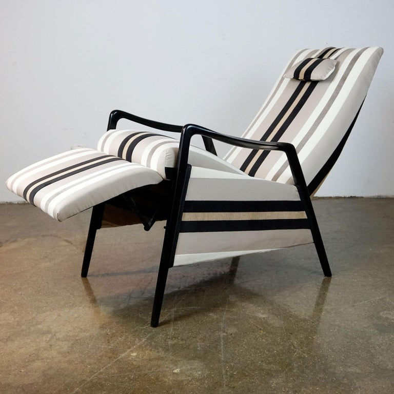 Lacquered Italian Midcentury Reclinable Lounge Chair in the Style of Gio Ponti For Sale