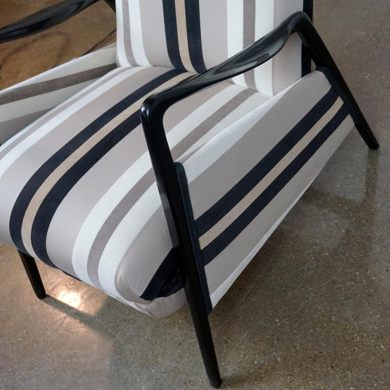 Italian Midcentury Reclinable Lounge Chair in the Style of Gio Ponti For Sale 1