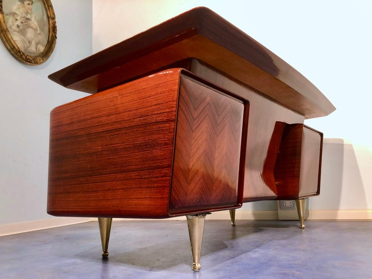 Italian Midcentury Rosewood Executive Desk with Chairs, Vittorio Dassi, 1950s  For Sale 9
