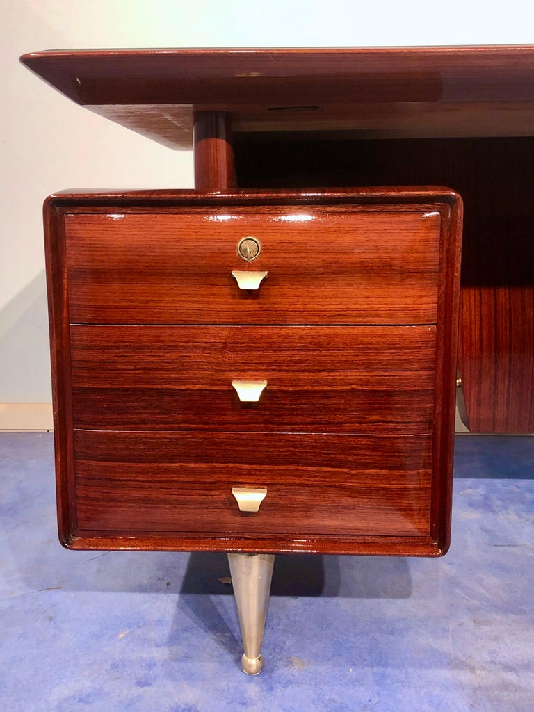 Italian Midcentury Rosewood Executive Desk with Chairs, Vittorio Dassi, 1950s  For Sale 10