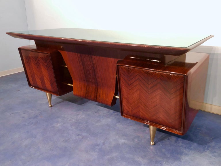 Italian Midcentury Rosewood Executive Desk with Chairs, Vittorio Dassi, 1950s  In Excellent Condition For Sale In Traversetolo, IT