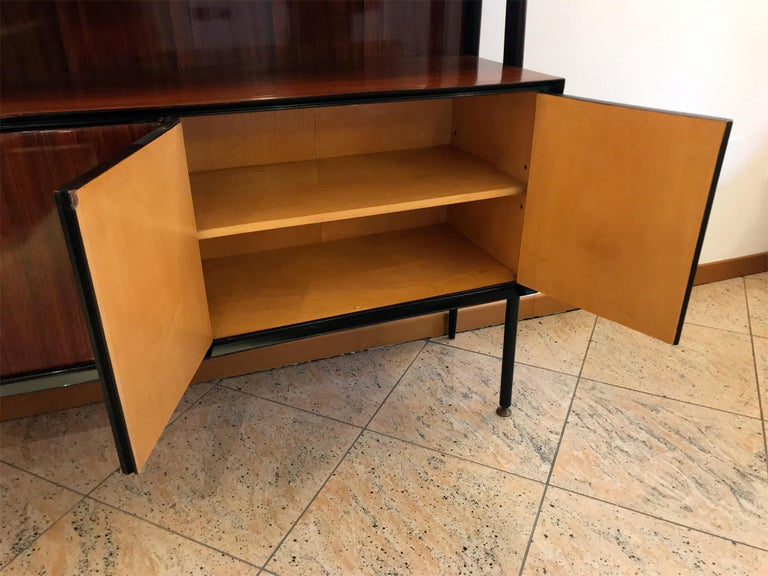 Italian Midcentury Rosewood Self-Standing Bookcase by Vittorio Dassi, 1950s In Good Condition For Sale In Traversetolo, IT
