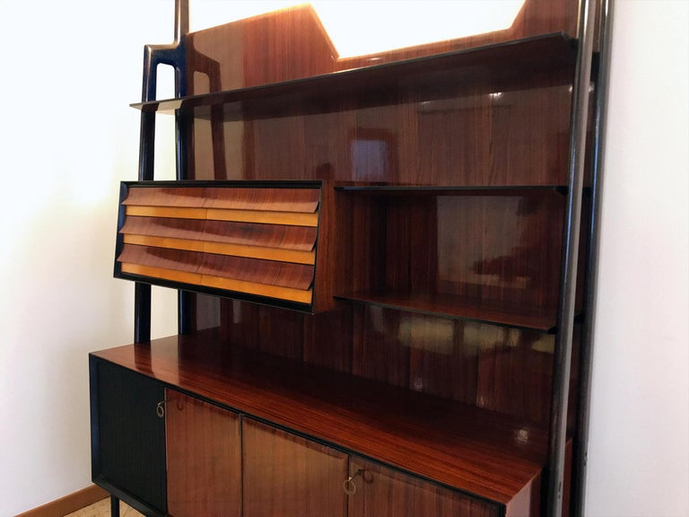 Mid-20th Century Italian Midcentury Rosewood Self-Standing Bookcase by Vittorio Dassi, 1950s For Sale