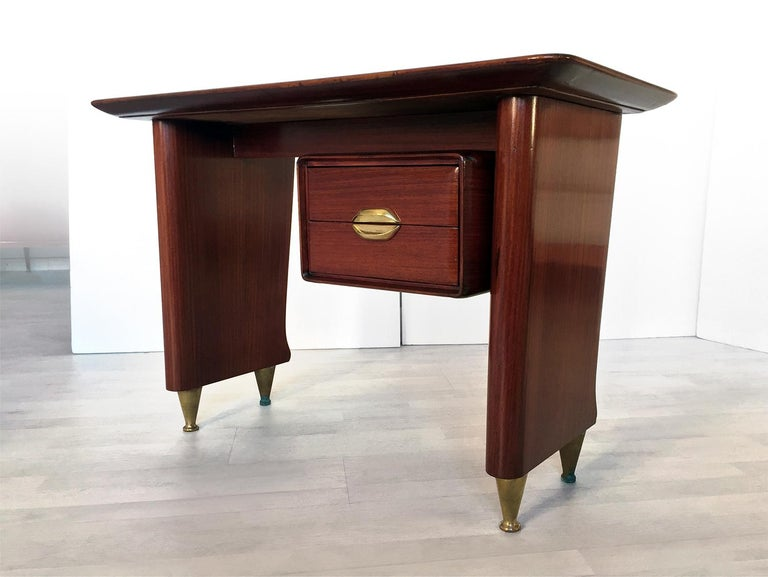 Small writing desk also named 'dattilo', very well designed by Vittorio Dassi in the 1950s, and usually accompanied by its largest executive desk (see last image). It has solid structure finished and supported by conic brass feet, and equipped with
