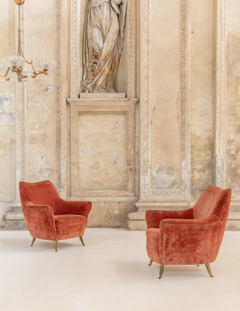 Elegant 3 seats sofa manufactured by Isa Bergamo, shaped structure with solid brass sabots. Original red velvet. Very comfortable, the sofa can match with its 2 armchairs.