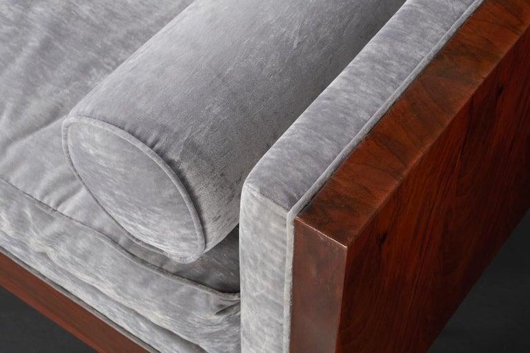 Italian Midcentury Sofa in Walnut For Sale 1
