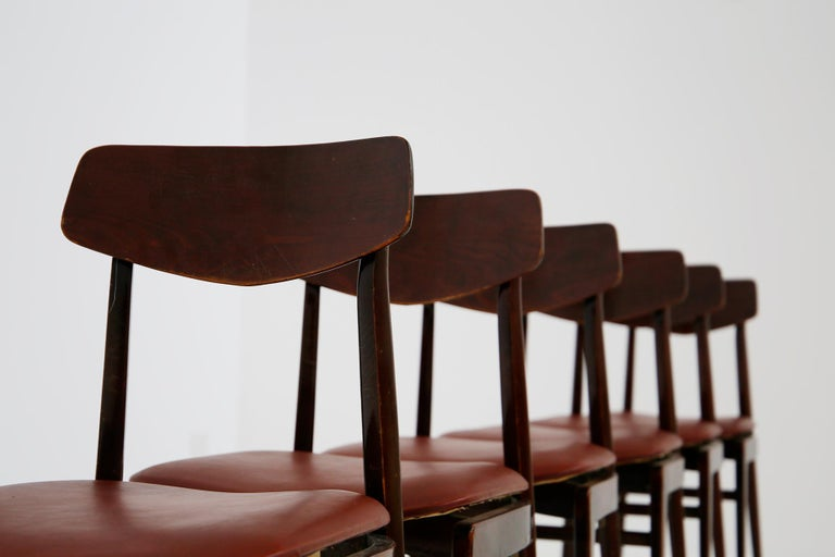 Italian Midcentury Table Chairs in Burgundy Semi-Leather, Turinese School, 1950s For Sale 1