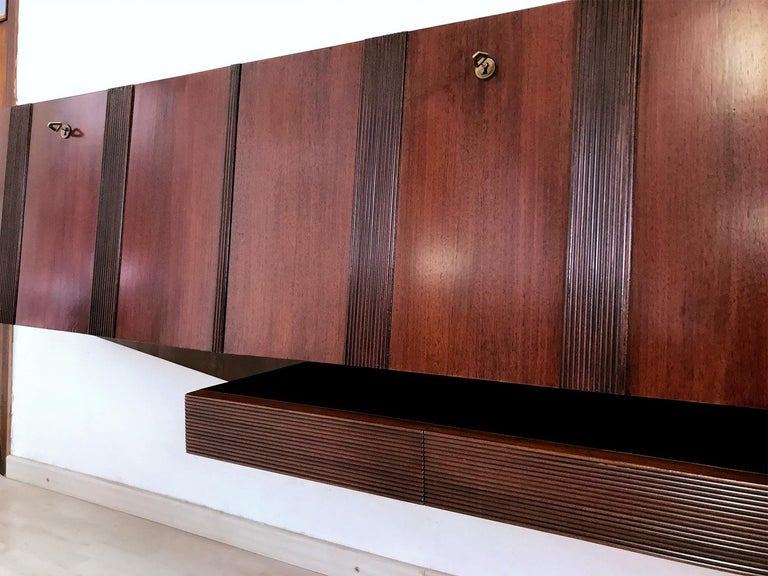 Italian Midcentury Walnut Wall-Mounted Sideboard Paolo Buffa style, 1950s For Sale 2