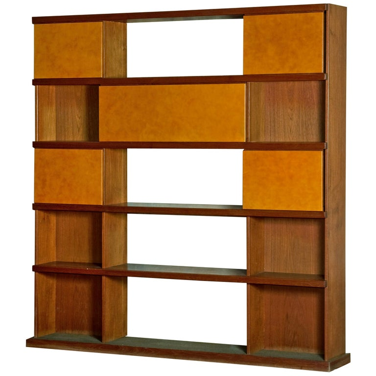 Italian Midcentury Wood and Leather Bookcase For Sale
