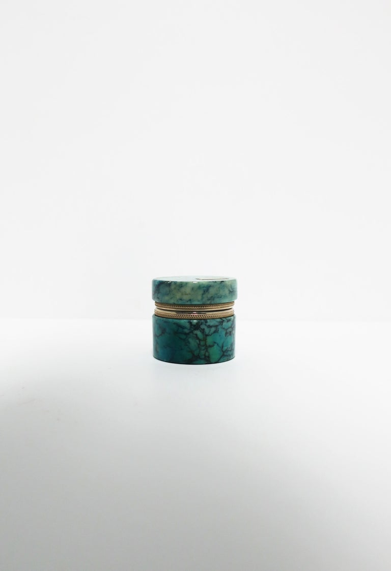 A beautiful Italian modern blue alabaster marble round jewelry box, circa 20th century, Italy. Alabaster marble is a combination of blue hues with black veining, and a chrome hinge. A beautiful standalone piece, for jewelry (as demonstrated), or
