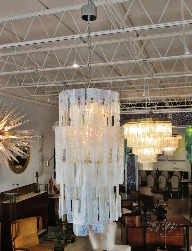 Italian Modern Hand Blown Glass Chandelier, Mazzega, 1960s In Excellent Condition For Sale In Miami, FL