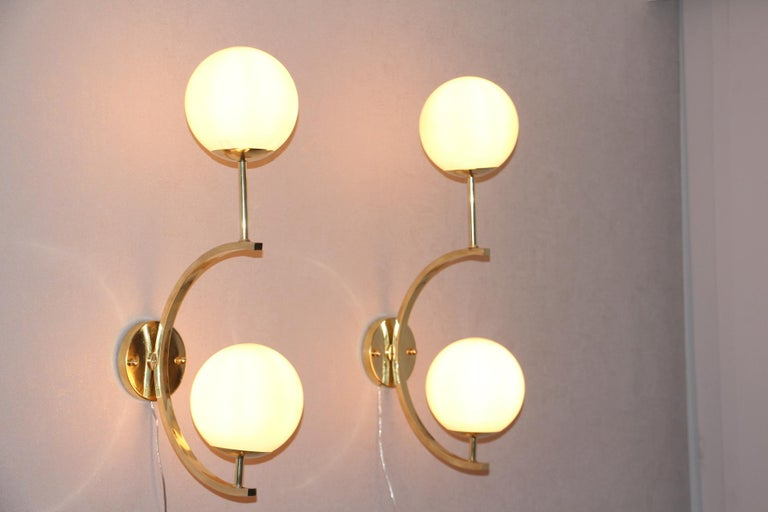 Italian Modern Midcentury Pair of Brass and Beige-Salmon Color Glass Sconces For Sale 5