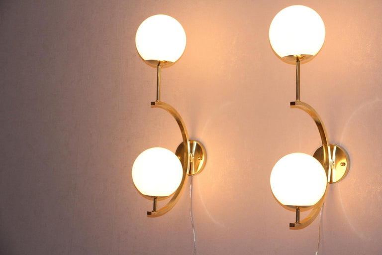 Italian Modern Midcentury Pair of Brass and Beige-Salmon Color Glass Sconces For Sale 6