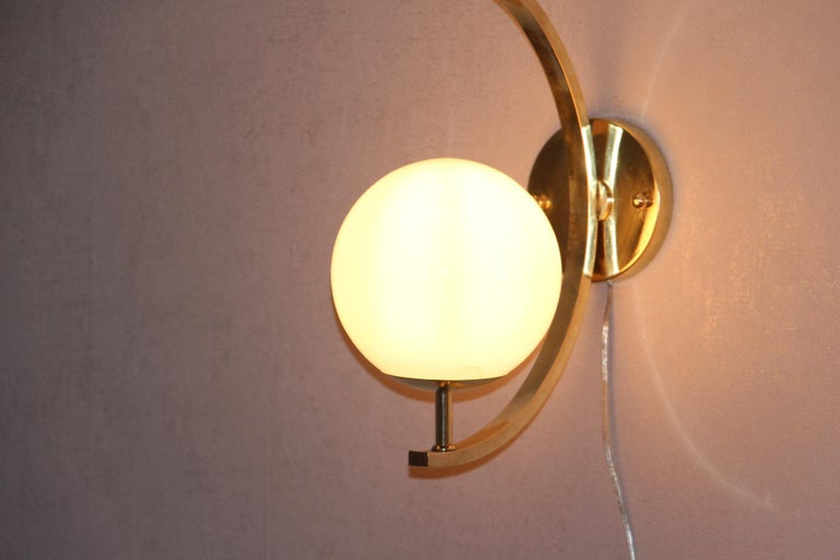 Italian Modern Midcentury Pair of Brass and Beige-Salmon Color Glass Sconces For Sale 7