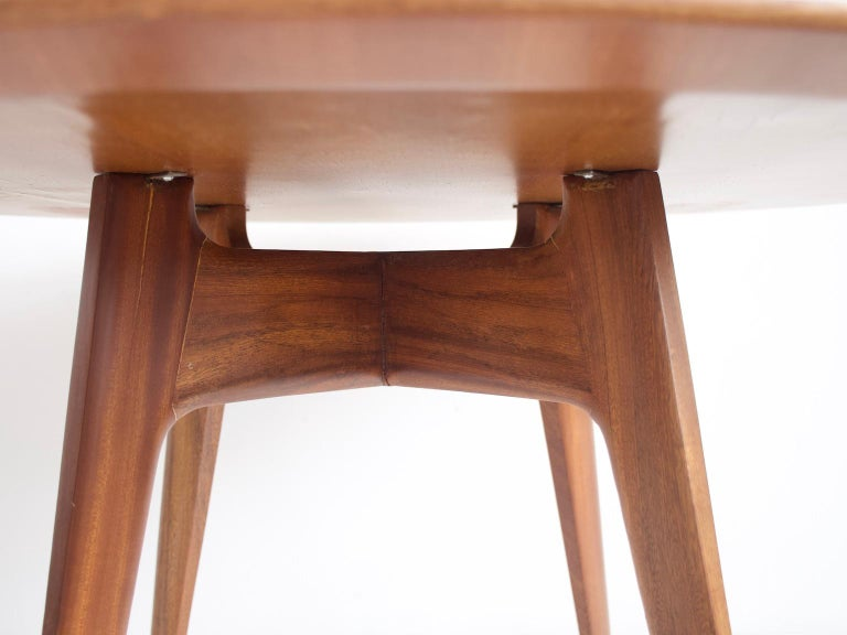 Italian Modern Round Wooden Dining Table In Good Condition For Sale In Madrid, ES