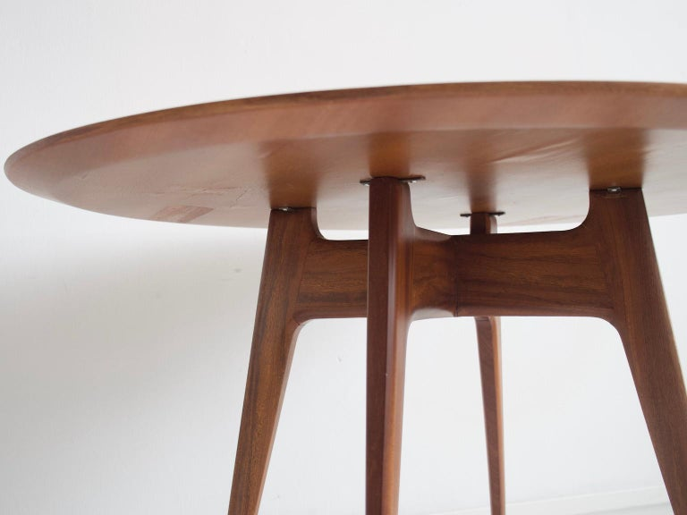Italian Modern Round Wooden Dining Table For Sale 1