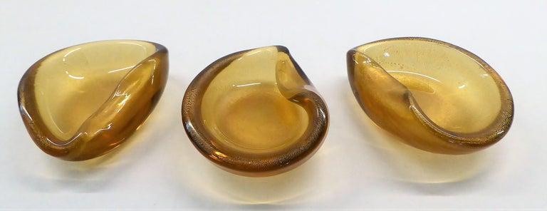Italian Modern Set of 3 Gold Clam Shaped Murano Salt Cellars / Ashtrays, 1950s For Sale 7