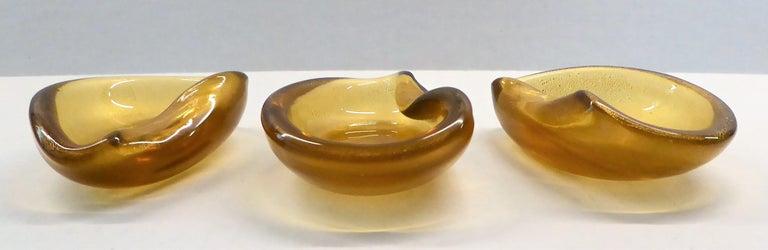 Italian Modern Set of 3 Gold Clam Shaped Murano Salt Cellars / Ashtrays, 1950s For Sale 8