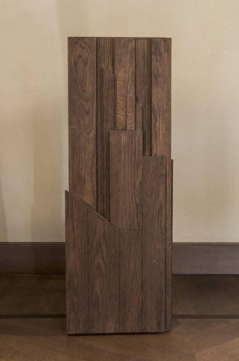 This contemporary wood column has the surface well sculpted. It is a focal piece in every room and could give the right enhance to the objects placed on it. Design by DD Dimore, Italy. Moreover it becomes a vase (by removing cover simply).