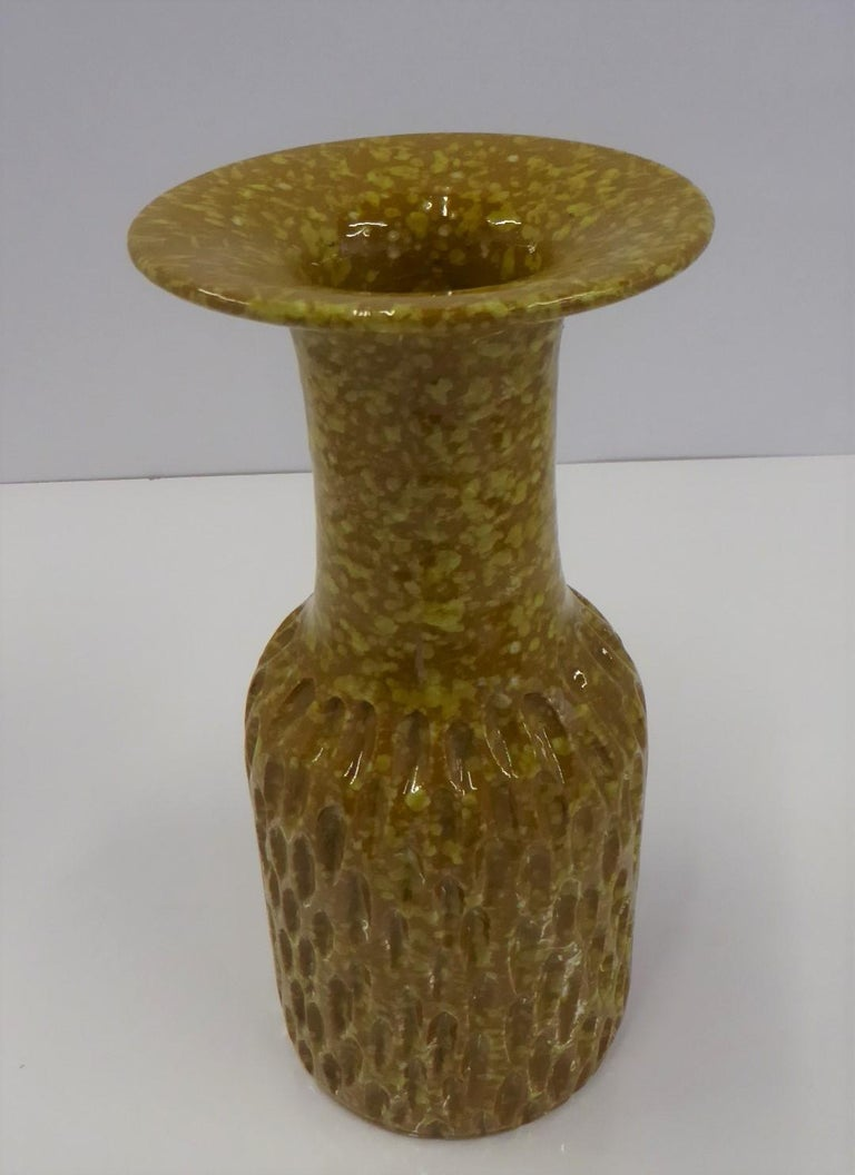 Mid-Century Modern textured Italian pottery vase made by Fratelli Fanciullacci in the early 1960s. With a glossy glaze over speckled yellow underglaze. Heavily incised shouldered teardrop design in the lower bottom to a smooth neck which flares into