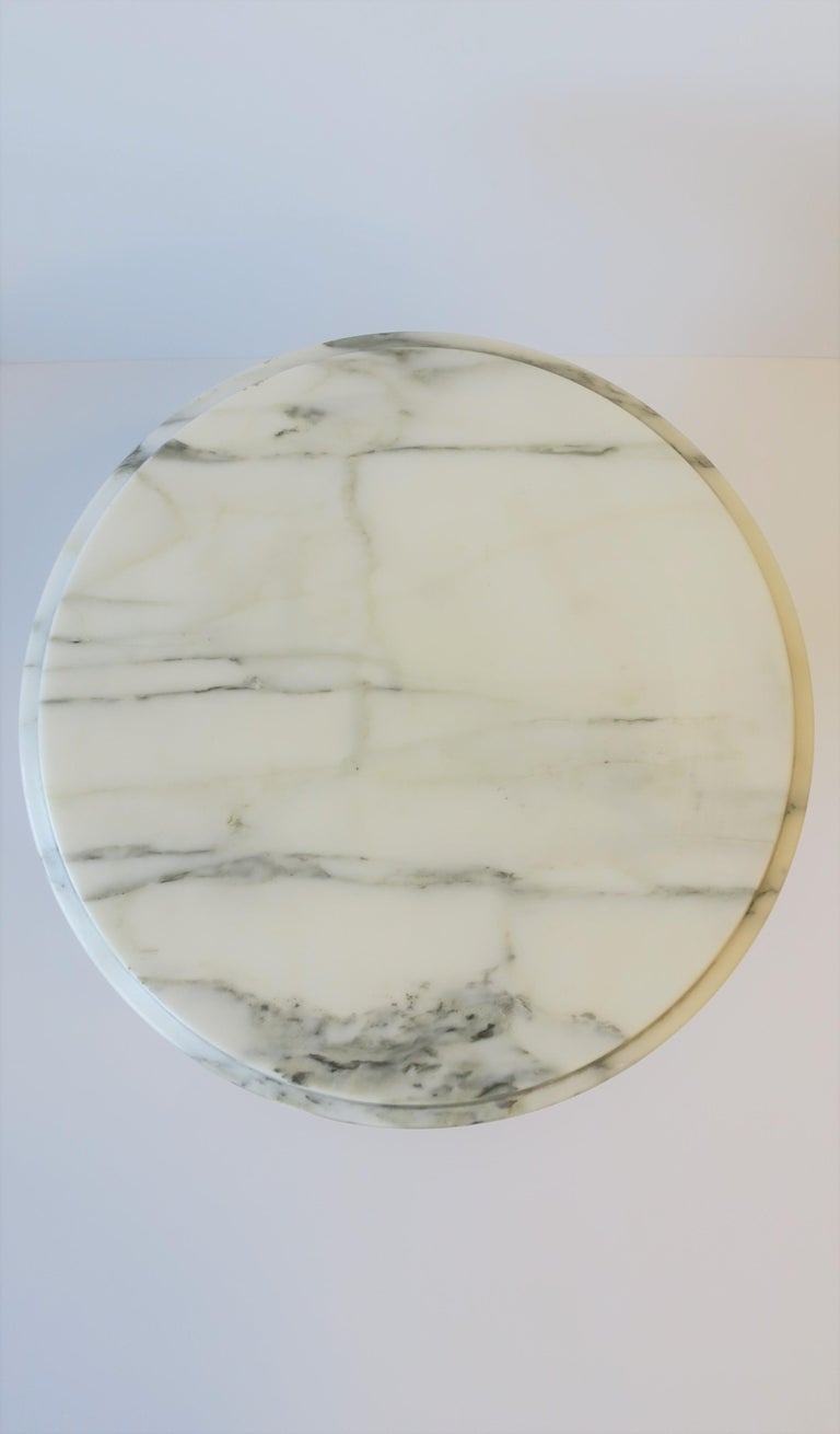 Italian Modern Round White and Black Marble Side Table For Sale 10