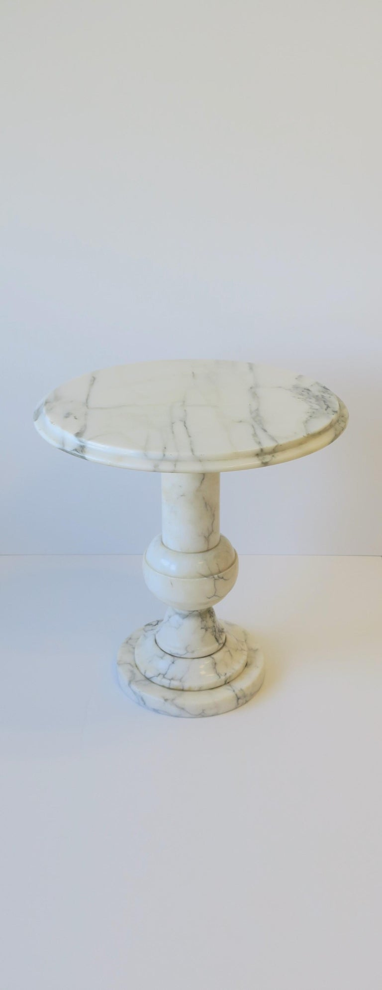 Polished Italian Modern Round White and Black Marble Side Table For Sale