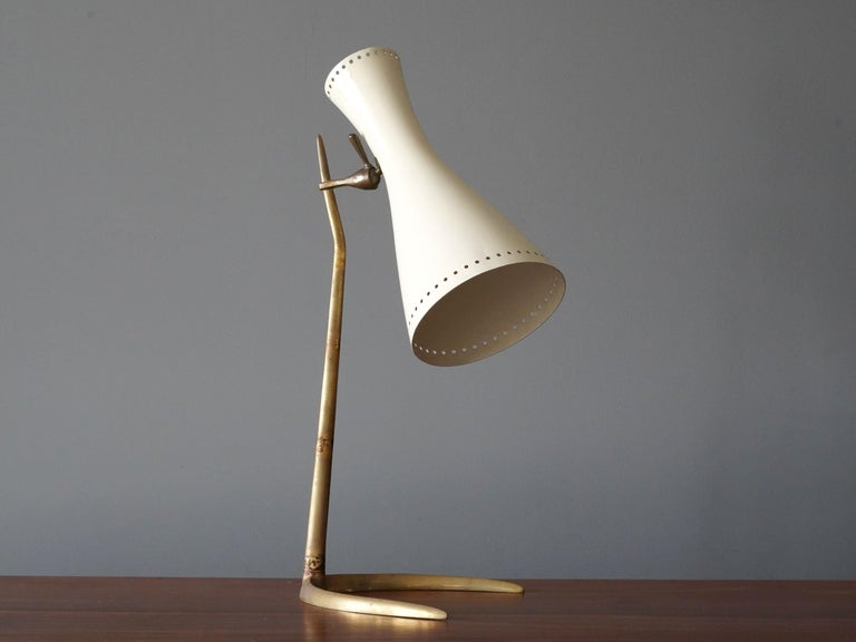 A highly modernist table lamp / desk light. Designed by an unknown Italian designer. Produced in Italy, 1950s. Features a sculpted brass base, perforated lacquered metal screen.   Other Italian lighting designers of the period include Angelo