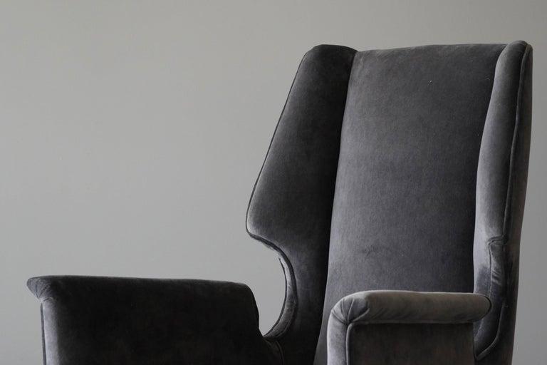 Italian Modernist Designer, Lounge Chairs, Grey Velvet, Wood, Italy, 1950s For Sale 1