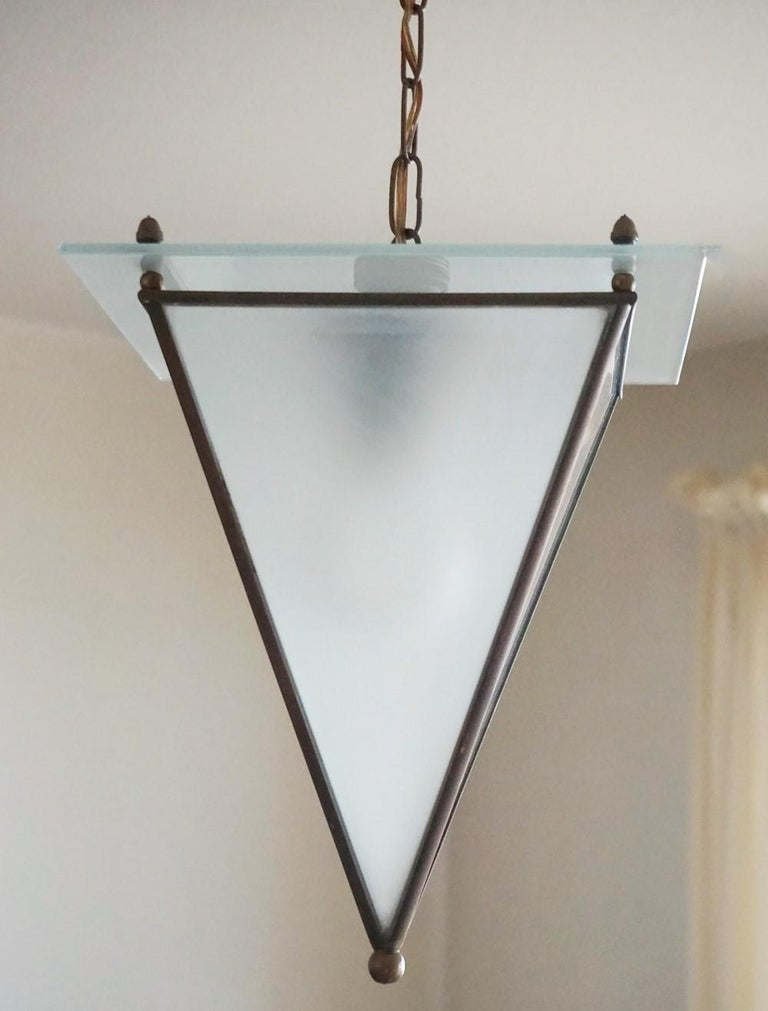 Italian Modernist Handcrafted Brass Frosted Glass Pyramid Shaped Lantern, 1950s In Good Condition For Sale In Frankfurt am Main, DE