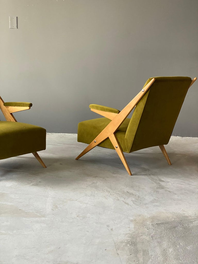 Mid-20th Century Italian, Modernist Lounge Chairs, Light Wood, Green Velvet, Italy, 1960s For Sale