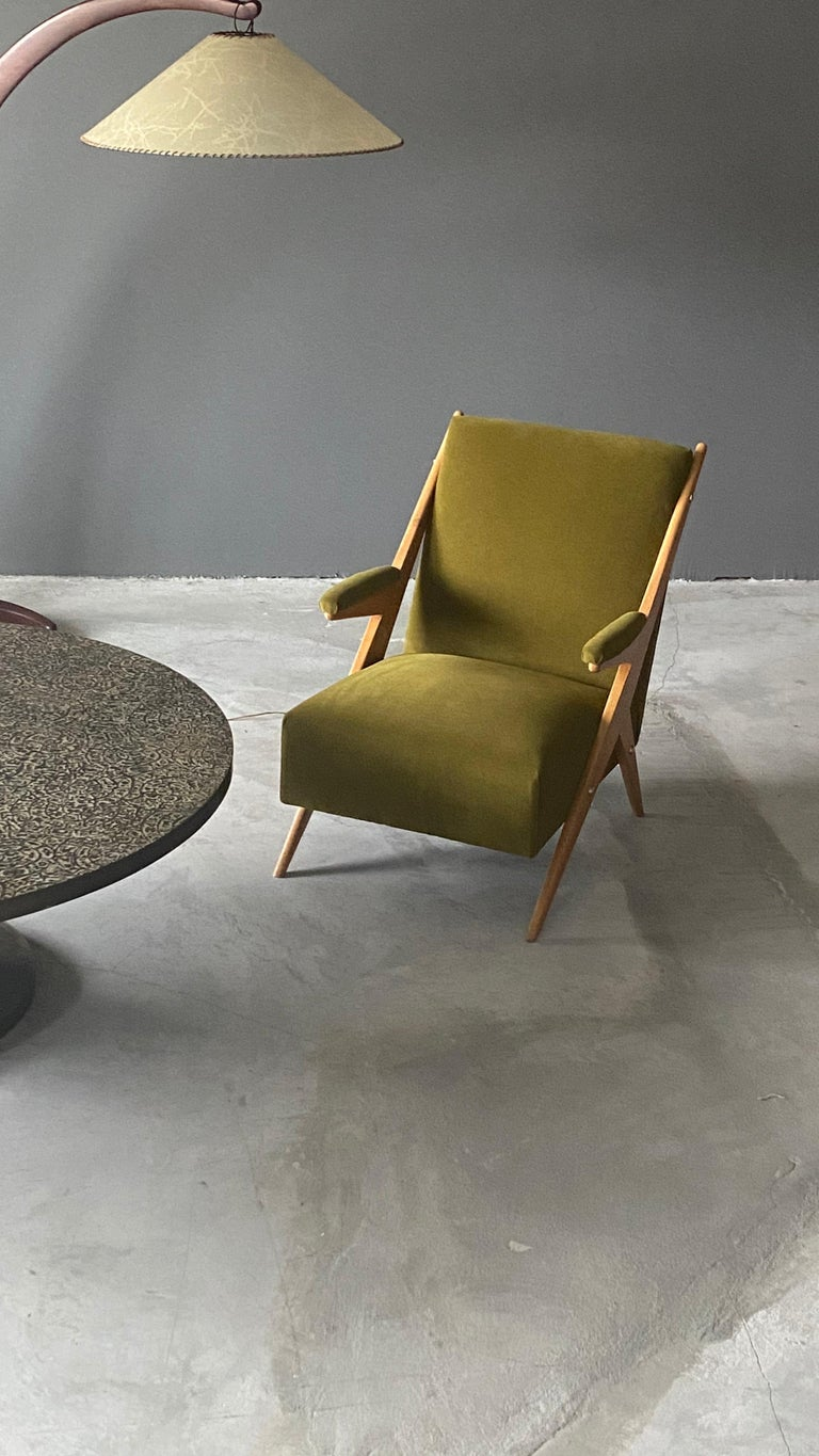 Italian, Modernist Lounge Chairs, Light Wood, Green Velvet, Italy, 1960s For Sale 2
