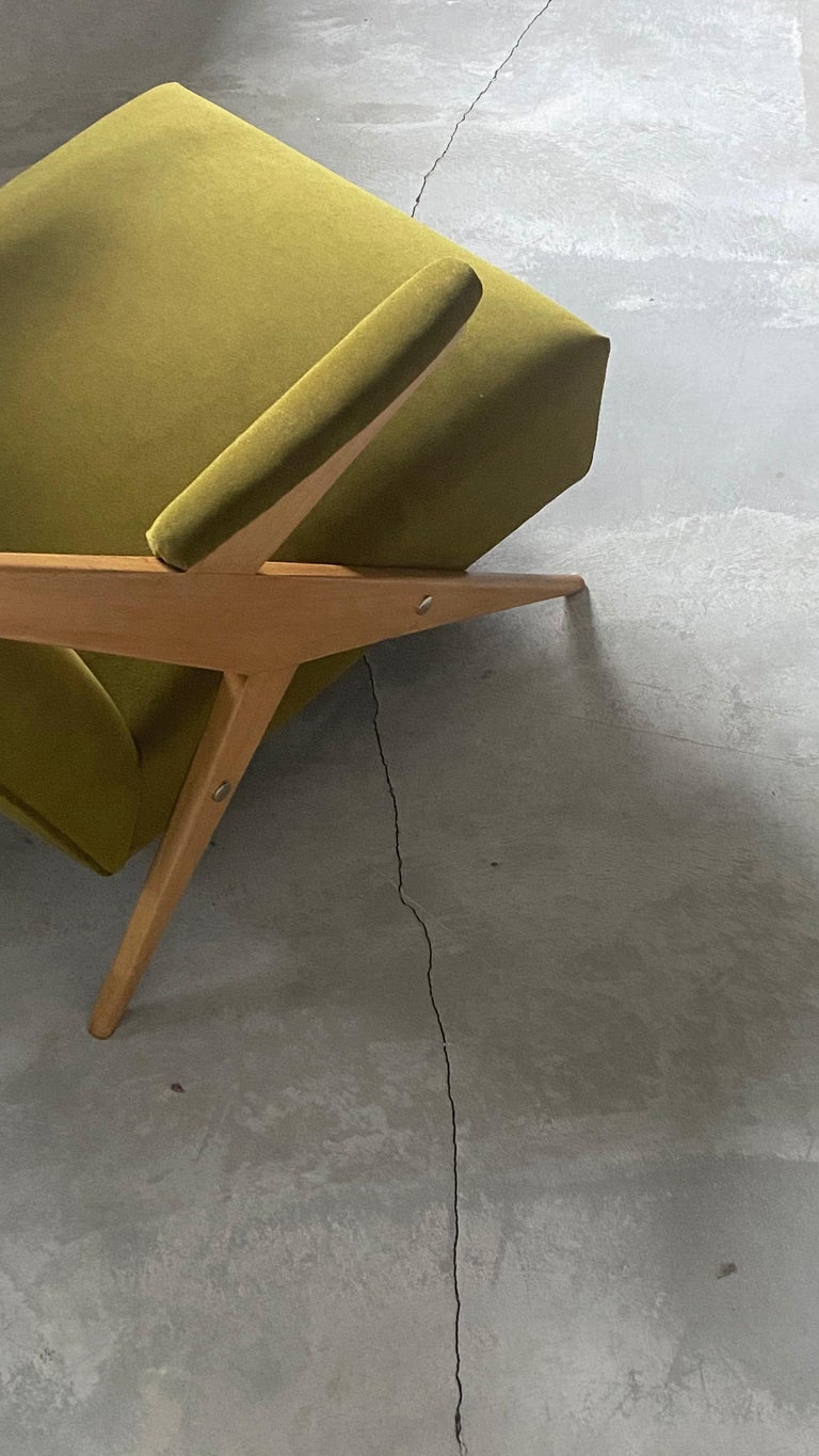 Italian, Modernist Lounge Chairs, Light Wood, Green Velvet, Italy, 1960s For Sale 3