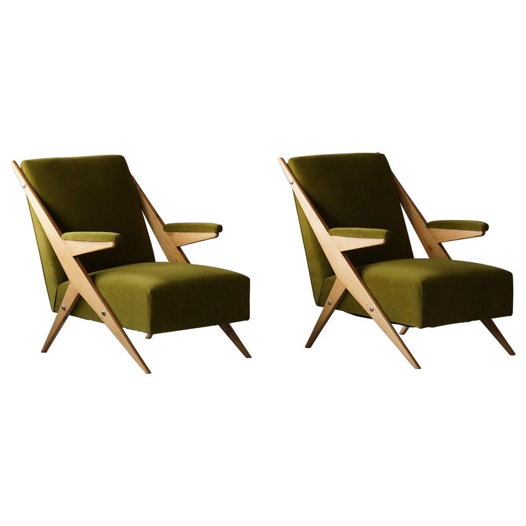 Italian, Modernist Lounge Chairs, Light Wood, Green Velvet, Italy, 1960s For Sale