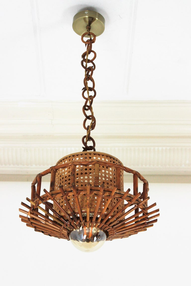 Italian Modernist Rattan Pendant Hanging Light with Woven Wicker Shade, 1960s In Good Condition For Sale In Barcelona, ES