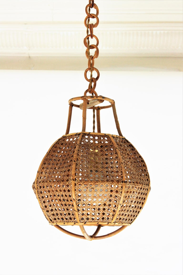 Italian Modernist Wicker Wire and Rattan Globe Pendant / Hanging Light, 1950s For Sale 4