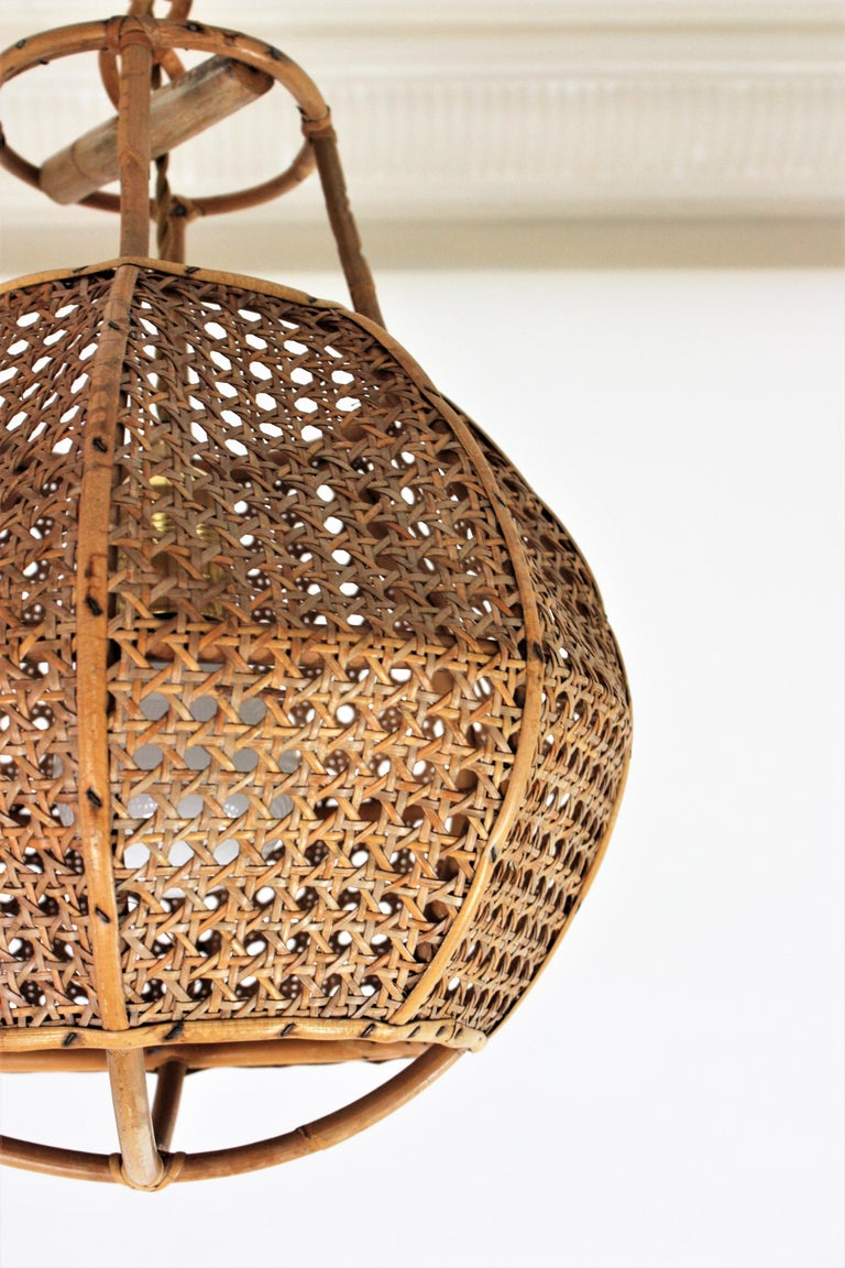 Italian Modernist Wicker Wire and Rattan Globe Pendant / Hanging Light, 1950s For Sale 9