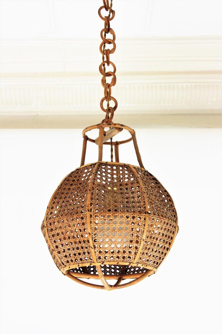 Mid-Century Modern Italian Modernist Wicker Wire and Rattan Globe Pendant / Hanging Light, 1950s For Sale