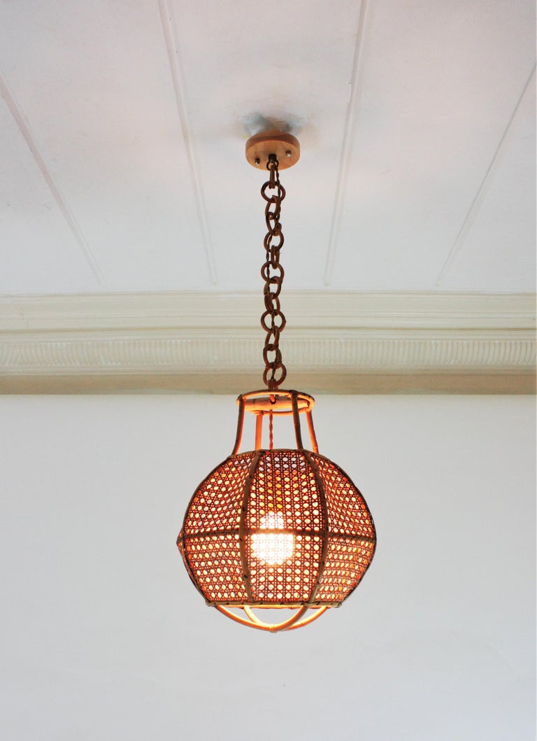 Italian Modernist Wicker Wire and Rattan Globe Pendant / Hanging Light, 1950s For Sale 2