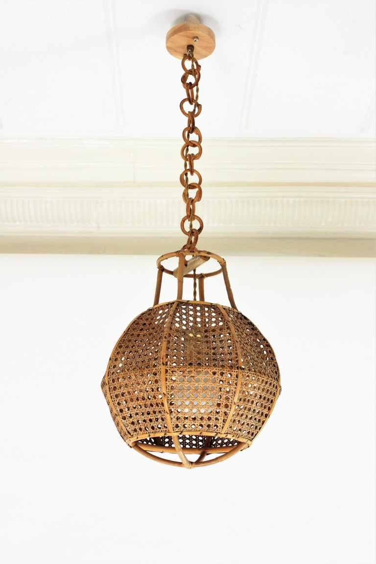 Italian Modernist Wicker Wire and Rattan Globe Pendant / Hanging Light, 1950s For Sale 3