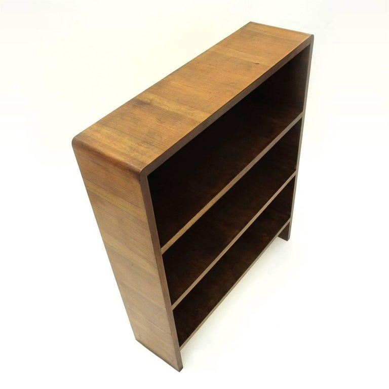 Italian Modernist Wooden Bookcase, 1940s In Good Condition For Sale In Savona, IT