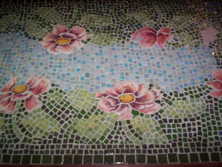 Italian Mosaic Top Table, circa 1920s In Good Condition For Sale In Douglas Manor, NY