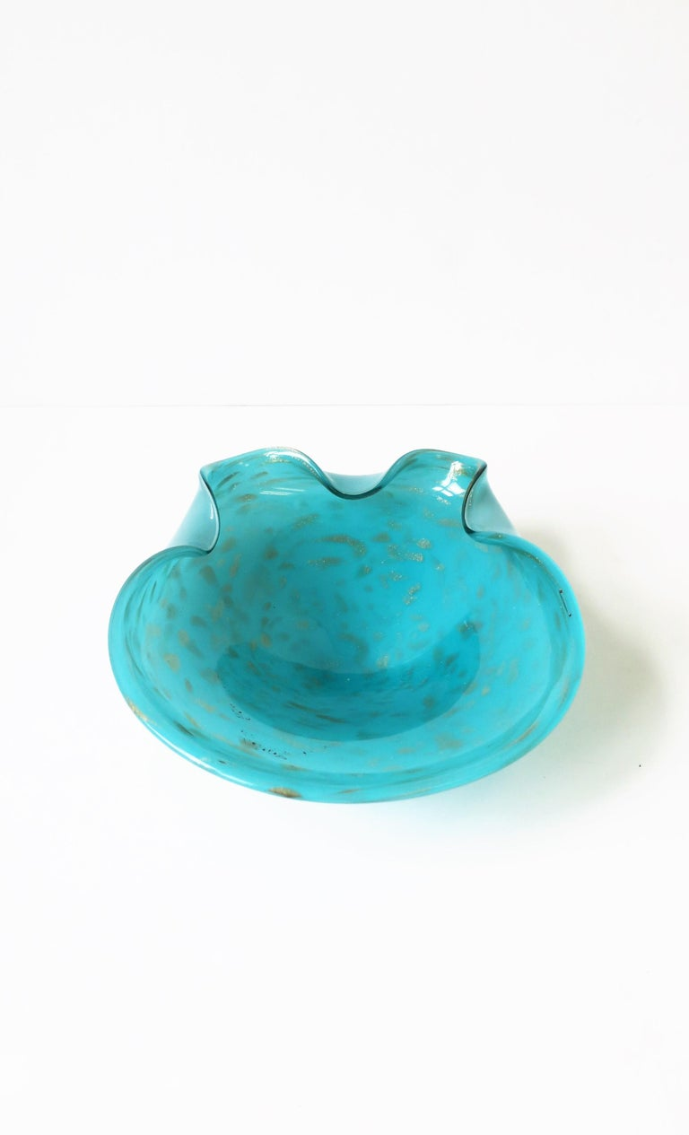Italian Murano Art Glass Bowl in Turquoise Blue For Sale 7