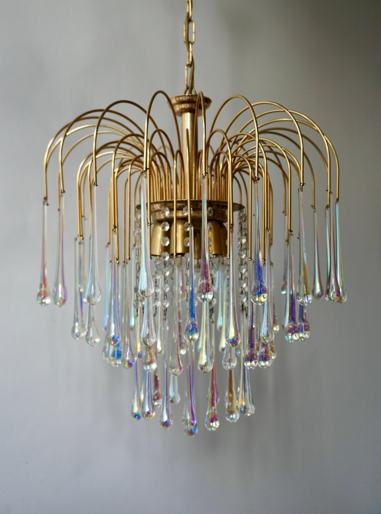 Italian Murano teardrop chandelier, made in the 1950s. Features a brass frame with clear iridescent Murano teardrop crystals. Measures: Diameter 50 cm. Height fixture 58 cm. Total height including the chain and canopy 115 cm. Six E14 bulbs.