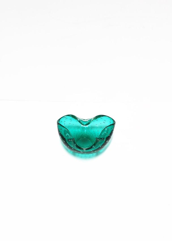 Italian Murano Emerald Green Art Glass Bowl after Seguso For Sale 5