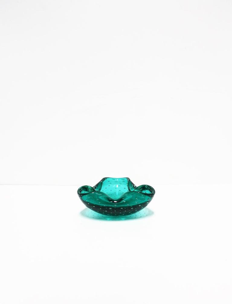 Italian Murano Emerald Green Art Glass Bowl after Seguso For Sale 6