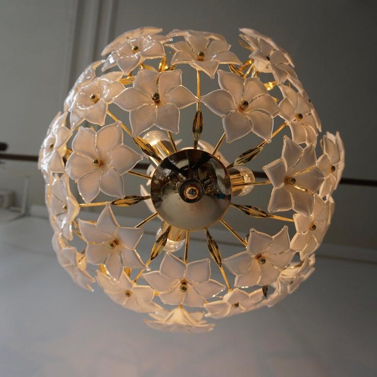 Italian Murano Flower Bouquet Art Glass Gilt Brass Chandelier In Good Condition For Sale In Antwerp, BE