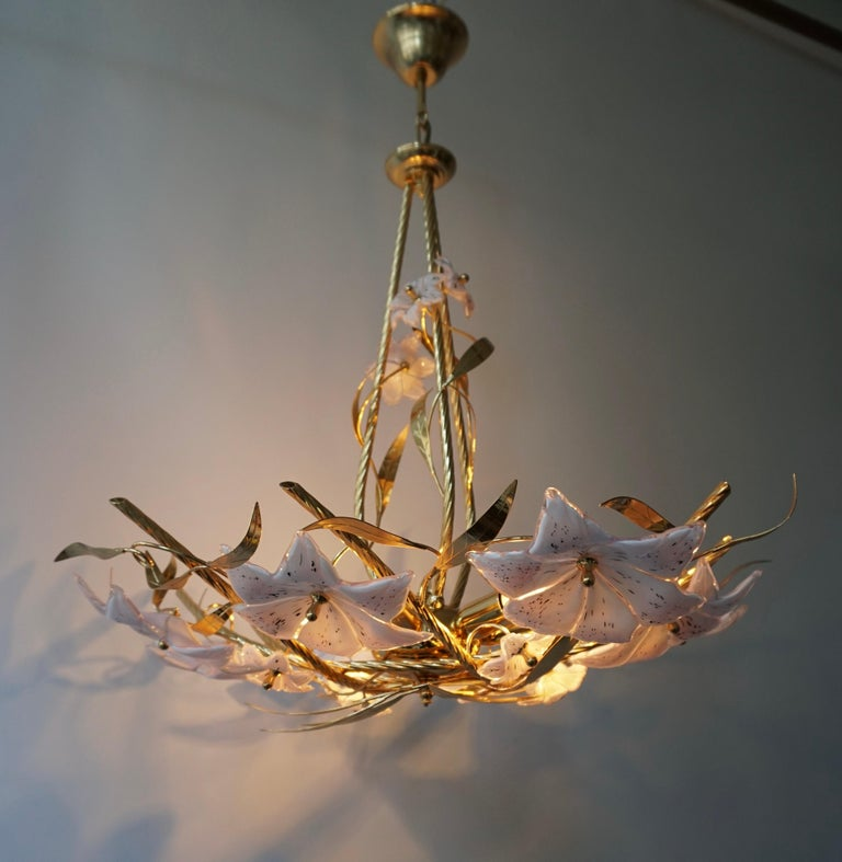 Hollywood Regency Italian Murano Glass and Brass Flowers Chandelier White and Pink For Sale