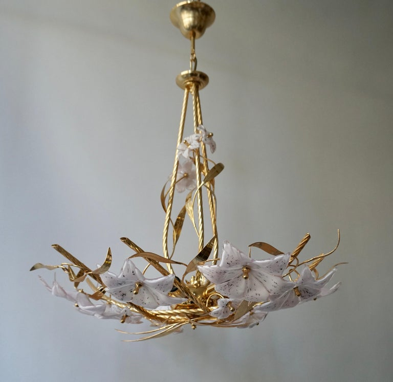 Gilt Italian Murano Glass and Brass Flowers Chandelier White and Pink For Sale