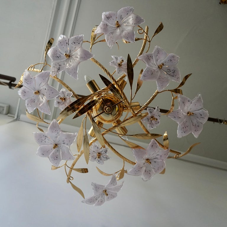Italian Murano Glass and Brass Flowers Chandelier White and Pink In Good Condition For Sale In Antwerp, BE